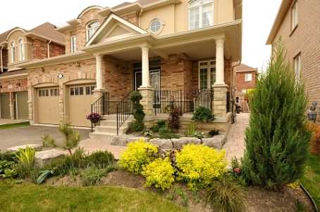 21 Howland Cres