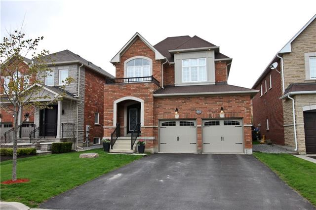122 Timber Valley Ave, Richmond Hill