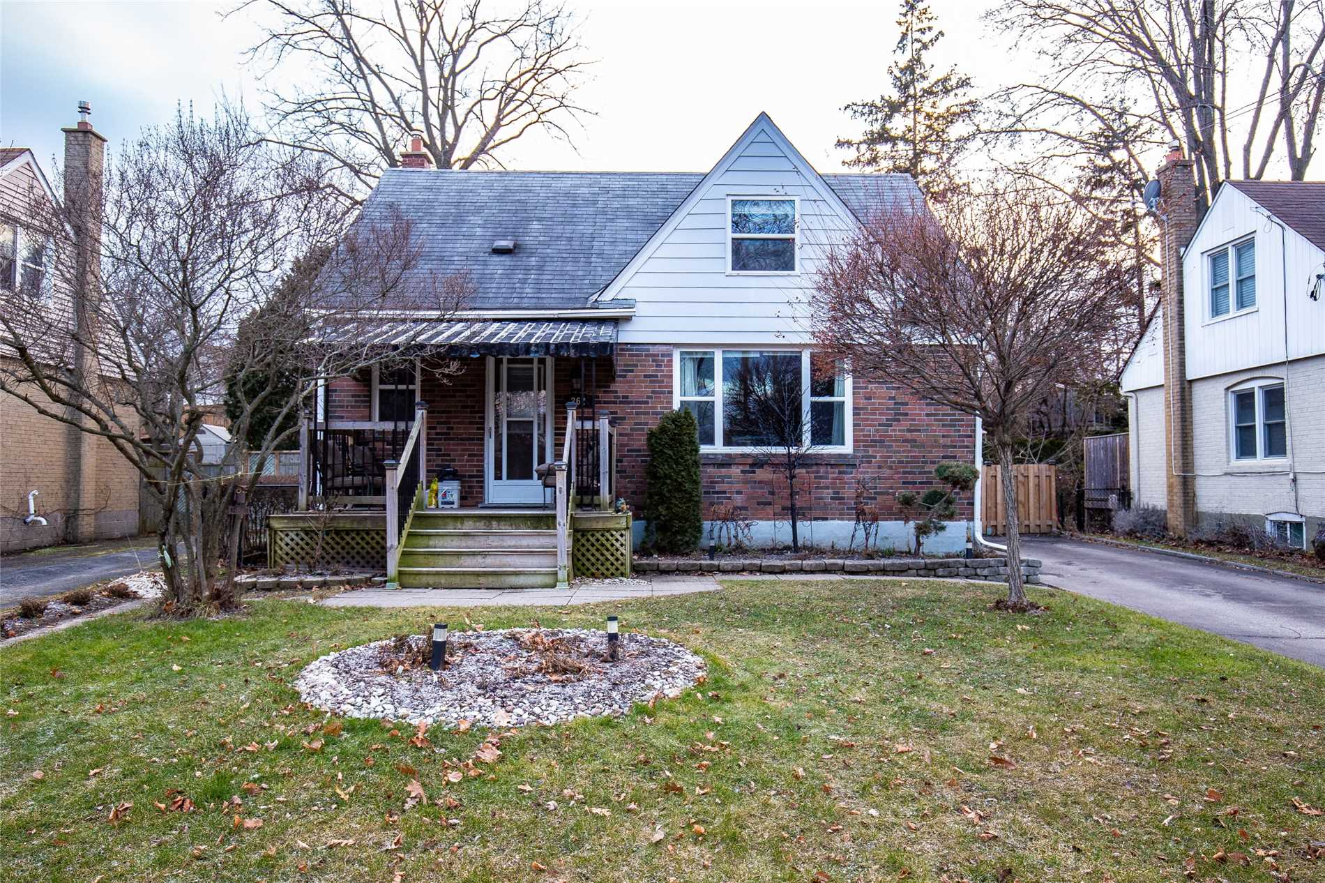 262 Queen Mary Dr