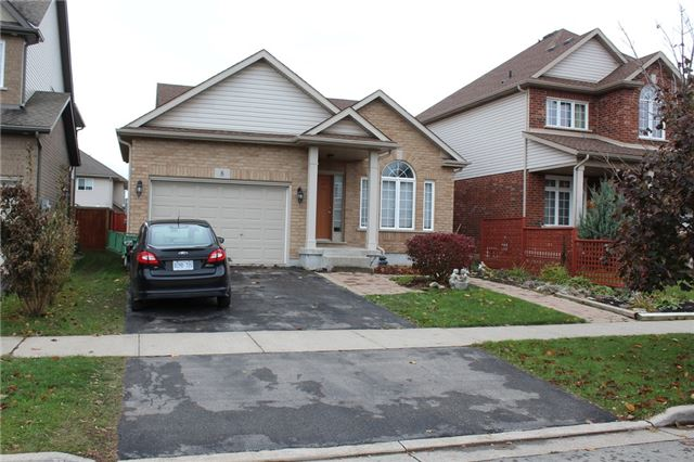 8 Silver Maple Rd, Thorold