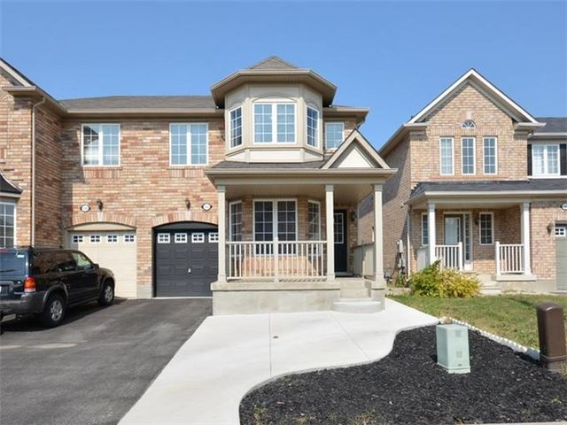 1107 Barr Cres