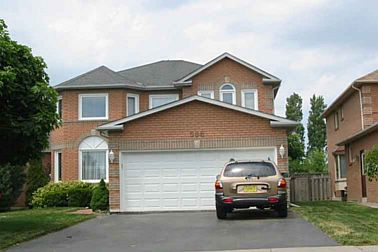568 Pickering Cres