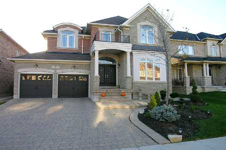 8 Howland Cres
