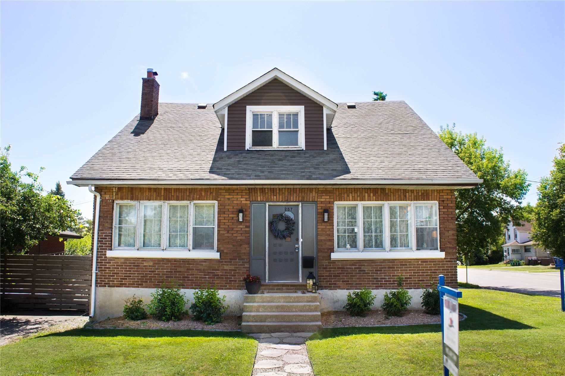 257 Adelaide Ave W