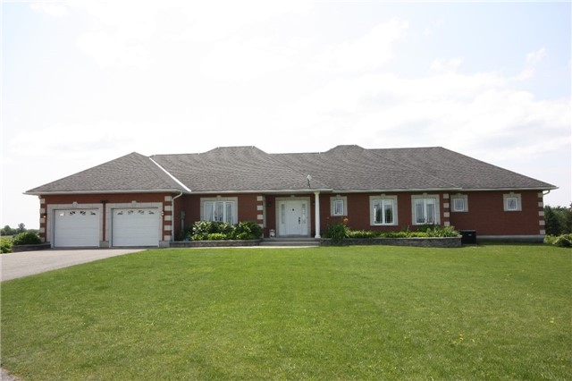 19039 Loyalist Pkwy, Prince Edward County
