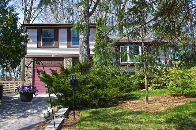 861 Boronia Cres | Huron Heights-Leslie Valley | Newmarket | L3Y5J8 | MLS N3828880
