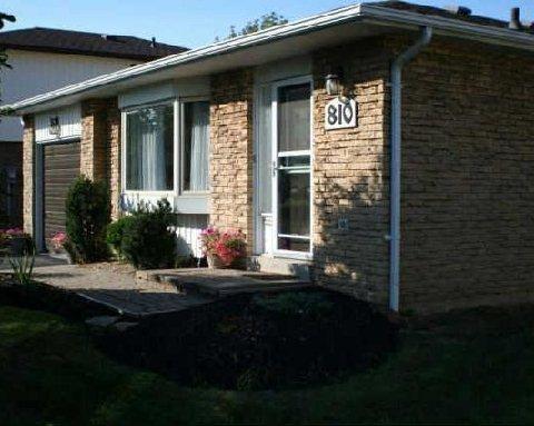 810 Cedarbrae Ave