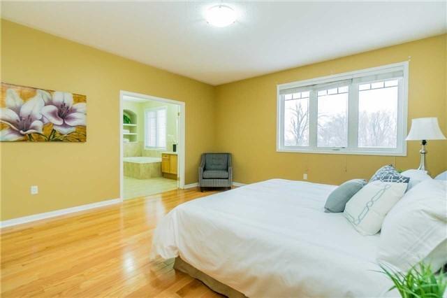 7317 Saint Barbara Blvd | Meadowvale Village | Mississauga | L5W0C3 | MLS W4011291