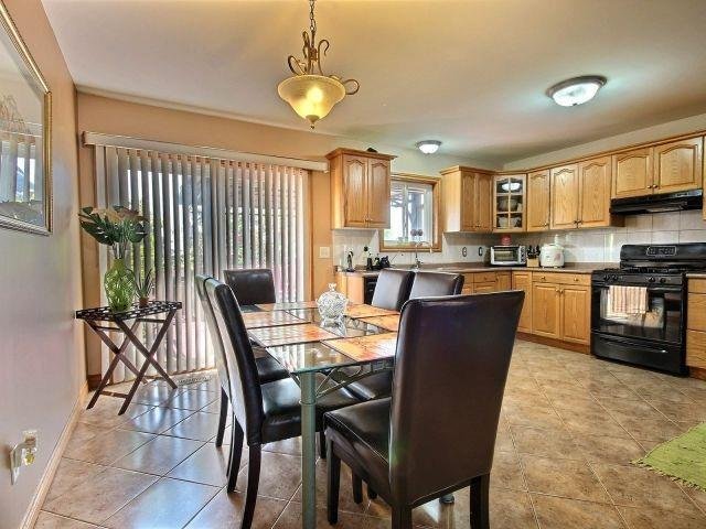 2345 Lovell Cres